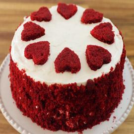 كعكة عيد الحب المخملية الحمراء بطريقة سهلة وسريعة التحضير