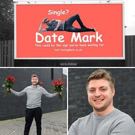 رجل أعزب يحصل على موعد لعيد الحب بعد إعلان نفسه على لوحة دعائية!