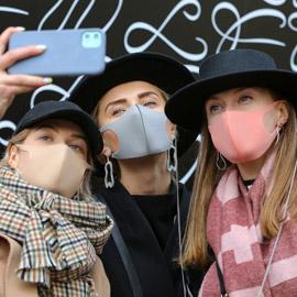 كورونا يطال الأزياء.. هذا تأثير الفيروس المباشر!