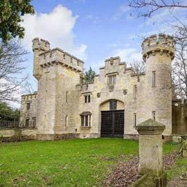 لعشاق الهدوء والخصوصية.. قلعة إنكليزية تاريخية للإيجار مقابل 13 جنيهاً  ..