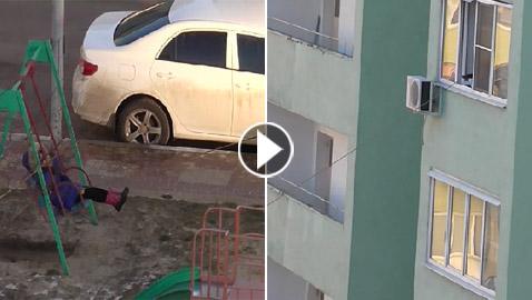 بالفيديو.. أم عبقرية وكسولة تلاعب ابنها في الشارع من الطابق الرابع!