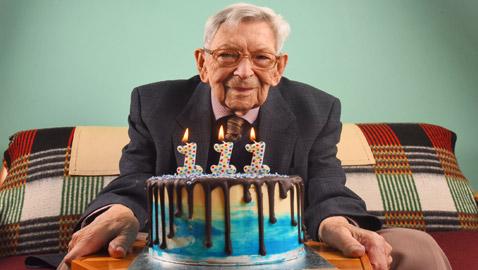 أكبر رجل في العالم بعمر 111 عاما: كان يجب أن أكون ميتا الآن!