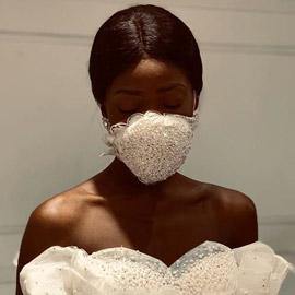 مصمم أزياء مصري يبتكر (كمامة سواريه) لتفادي كورونا بحفلات الزفاف
