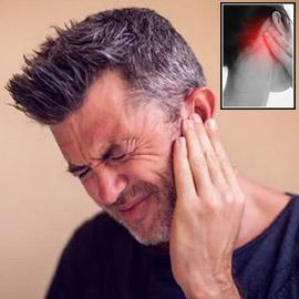 هل يزعجك الألم المتكرر خلف الأذن؟ إليك الأسباب المحتملة له والعلاج