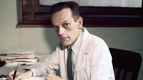هكذا أنقذ طبيب جنوب إفريقي العالم من مرض أهلك الملايين