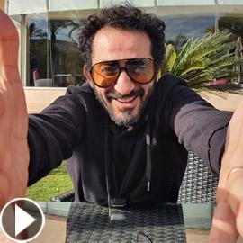 فيديو أحمد حلمي يطهو (سد الحنك) ويرميه في القمامة! ويصدم منى زكي