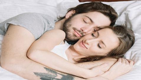 في زمن الكورونا.. 4 أبراج لا تستطيع النوم بعيدا عن شريكها!