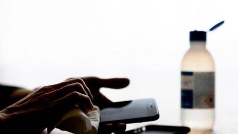 فيروس كورونا والهاتف الذكي: كيف تعقم جهازك دون إتلافه؟
