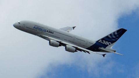 قصر طائر... تعرَّف إلى أكبر طائرة خاصة في العالم.. صور