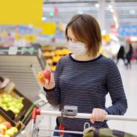 التسوق في زمن كورونا.. اهتمام بالطبخ وانصراف عن الزينة