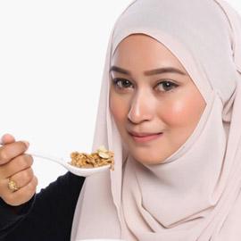 لماذا يزيد الوزن في رمضان رغم الصيام؟