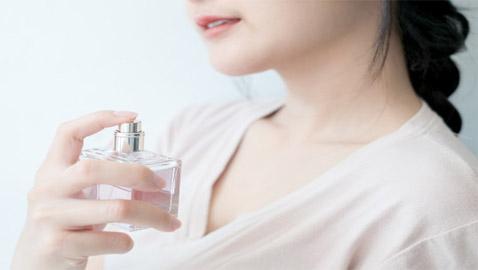 لبقاء رائحة العطر.. إليكم خطوات بسيطة ونصائح لعطر أخاذ يدوم طويلا!