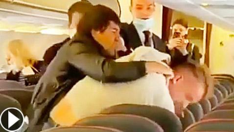 شجار عنيف على متن طائرة روسية بسبب فيروس كورونا! فيديو