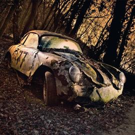 بالصور: مصور يجوب الولايات المتحدة وأوروبا بحثا عن سيارات قديمة مهجورة