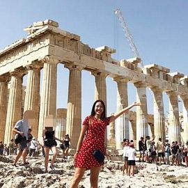 اليونان تودع إغلاقات كورونا وتستعد لعودة السياح