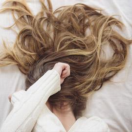 خطوات عناية مؤذية.. إليكم 12 سببا وراء معاناة الشعر في فصل الصيف