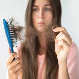 الشعر يقع بعد ظرف نفسي صعب.. ما العلاقة بين الإجهاد وتساقط الشعر؟