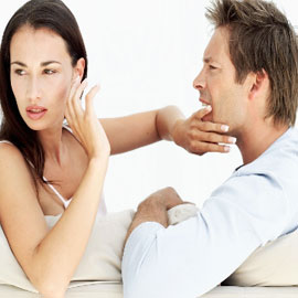 بمساعدة لغة الجسد.. 6 مؤشرات تدل على كذب زوجك! تعرفي إليها