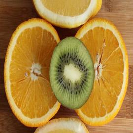 هل حبّة الكيوي تعادل كيلو من البرتقال؟