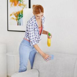 أفضل طريقة لتنظيف وسائد الأريكة في المنزل
