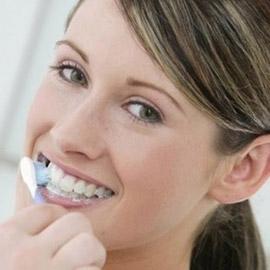 طرق طبيعية للتخلّص من اصفرار الأسنان