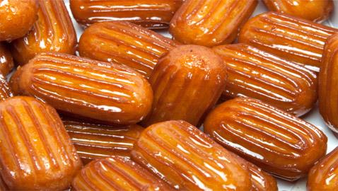 سهلة وسريعة.. 6 خطوات لتحضير حلوى بلح الشام الطيب في المنزل