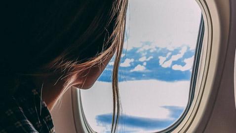 ماذا يعني عندما تحلم أنك على متن طائرة؟
