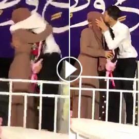 أمي أكبر من كل الجامعة..  فيديو مؤثر لطالب فلسطيني خلال حفل التخرج