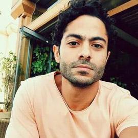 فنان مصري يصدم جمهوره ويكشف عن طبيب تحرش به !!