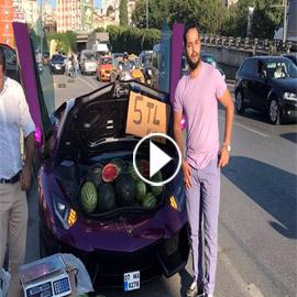 بسيارة لامبورجيني فارهة.. فيديو لمليونير يبيع البطيخ بشوارع إسطنبول