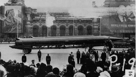 خط ساخن.. هكذا تجنب العالم حرباً نووية بين موسكو وواشنطن