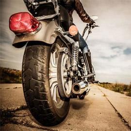 لماذا تصدر الدراجات النارية ضوضاء عالية أثناء سيرها؟