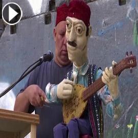 فلسطيني يغني ببطنه في الضفة للحفاظ على التراث