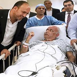 صائب عريقات في حالة خطرة بعد اصابته بالكورونا