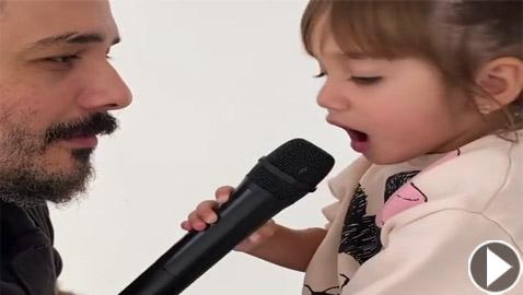 فيديو طفلة رامي عياش تغني معه (قمرة يا قمرة) وتذيب القلوب بجمالها وبراءتها