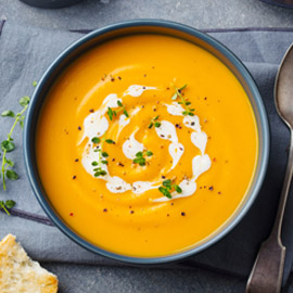 مع انطلاق موسم الشوربة الرسمي.. إليكم وصفة حساء قرع العسل اللذيذة