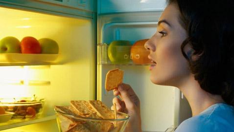 سناكات صحية يمكنك تناولها عند الجوع ليلاً