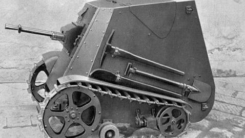قادت جنوداً بالحرب العالمية حكاية دبابة إيطالية غريبة