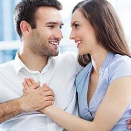 تصرّفات تقوم بها المرأة لأسر قلب الرجل