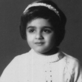 هل تستطيعون معرفة هوية هذه الطفلة الجميلة ؟.. من أشهر نجمات الفن