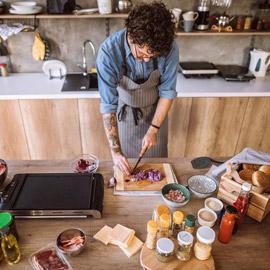 إليكم 11 من الأخطاء التي تهدد سلامة الغذاء الذي تتناولوه وتعرّضكم  ..