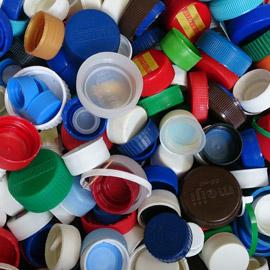 ما الغرض من الأغطية البلاستيكية لزجاجات المشروبات الغازية؟