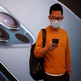 آبل تبتكر ميزة تسمح لهواتف آيفون التعرف على الوجه رغم ارتداء الكمامة
