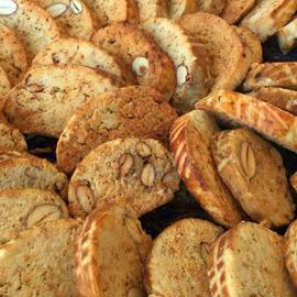 الحلوى التي تزين كل المناسبات السعيدة.. وصفة الفقاص المغربي باللوز