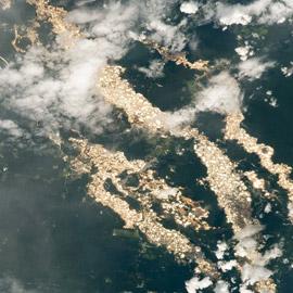 صور نادرة تكشف أنهار الذهب في غابات الأمازون تخفي جانبا مظلما