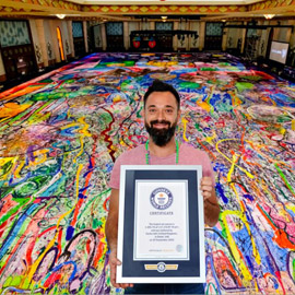 أكبر لوحة قماشية فنية في العالم في دبي