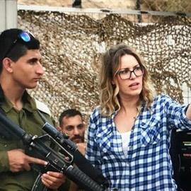 فيلم الهدية.. معاناة الفلسطينيين على حواجز التفتيش في القائمة القصيرة  ..