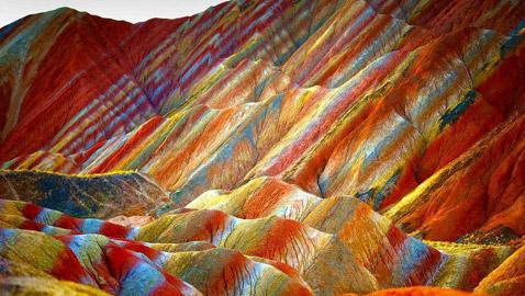 جبال قوس قزح كيف أسهمت المعادن في تلوين إحدى عجائب الدنيا؟