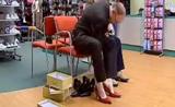 بس مع الكاميرا الخفية رجال ينتعلون احذية ستاتية مضحك جدا