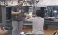 رقصة عبد العزيز الغريبة!!